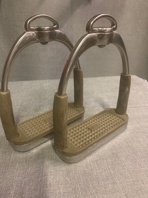 GH01 MDC Stirrup Irons