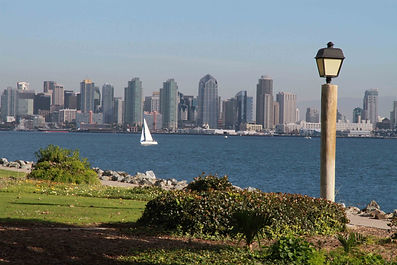 Weddings at Harbor Island Park Offer Views of the City of San Diego Skyline