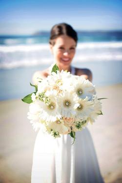 White Daisy & Pearls