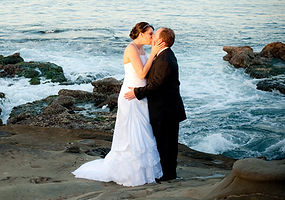 la jolla beach wedding kiss