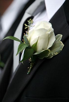 fresh flower boutinniere for san diego beach wedding