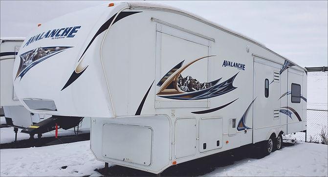 2010 Avalanche 5th wheel 8015.jpg