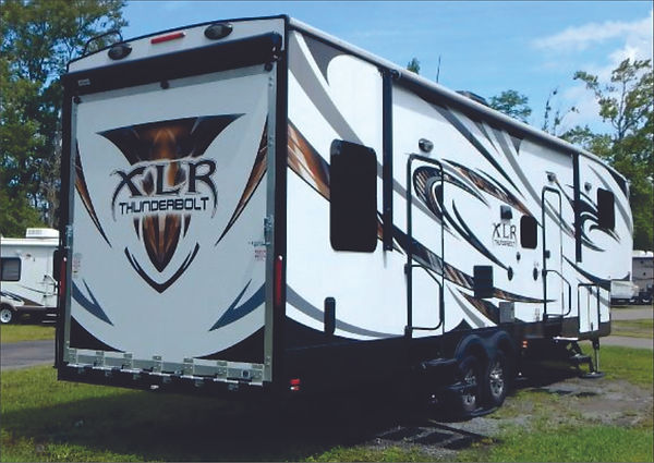 2015 XLR Thunderbolt 5th wheel 2005.jpg