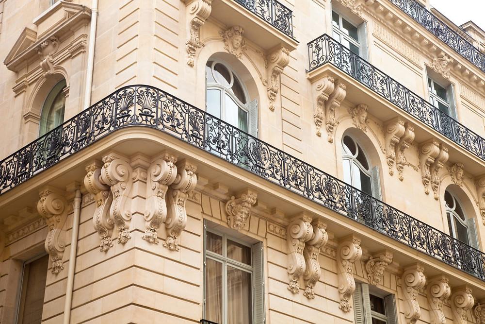 L'auteur est aussi un passionné d'architecture Haussmannienne.