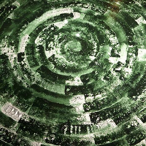 Mesa redonda con pintura acrilica
