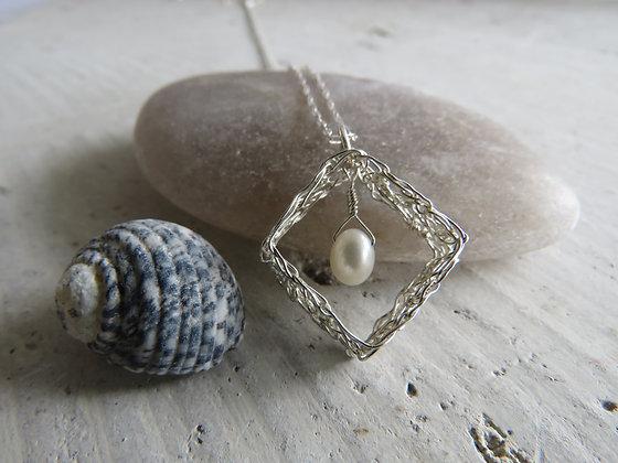 The Geometrix Series Necklaces