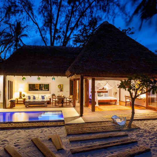 Azhari Beach Suite - At twilight