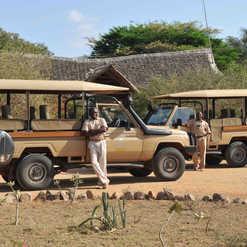 satao camp_landcruisers.jpg