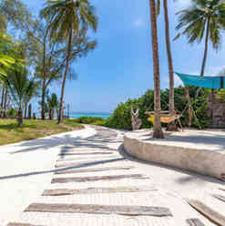 Azhari Beach Suite - The way to the beach