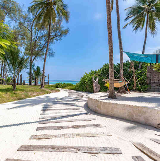 Azhari Beach Suite - The way to the beach