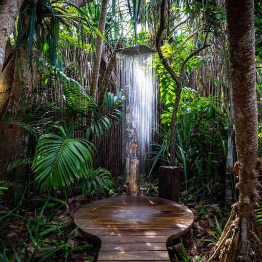 Azhari Beach Suite - The outdoor shower