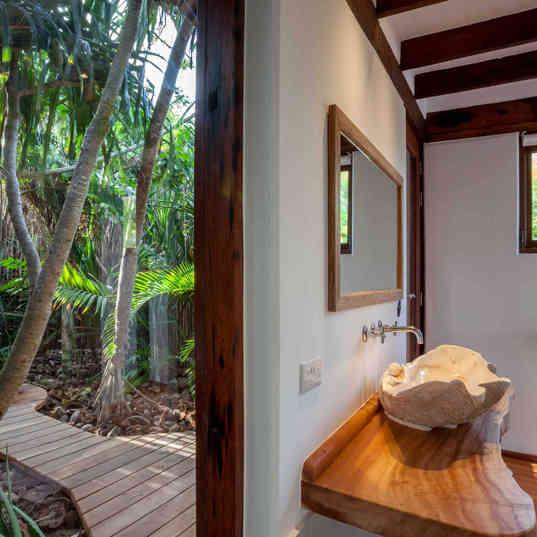 Azhari Beach Suite - The outside shower