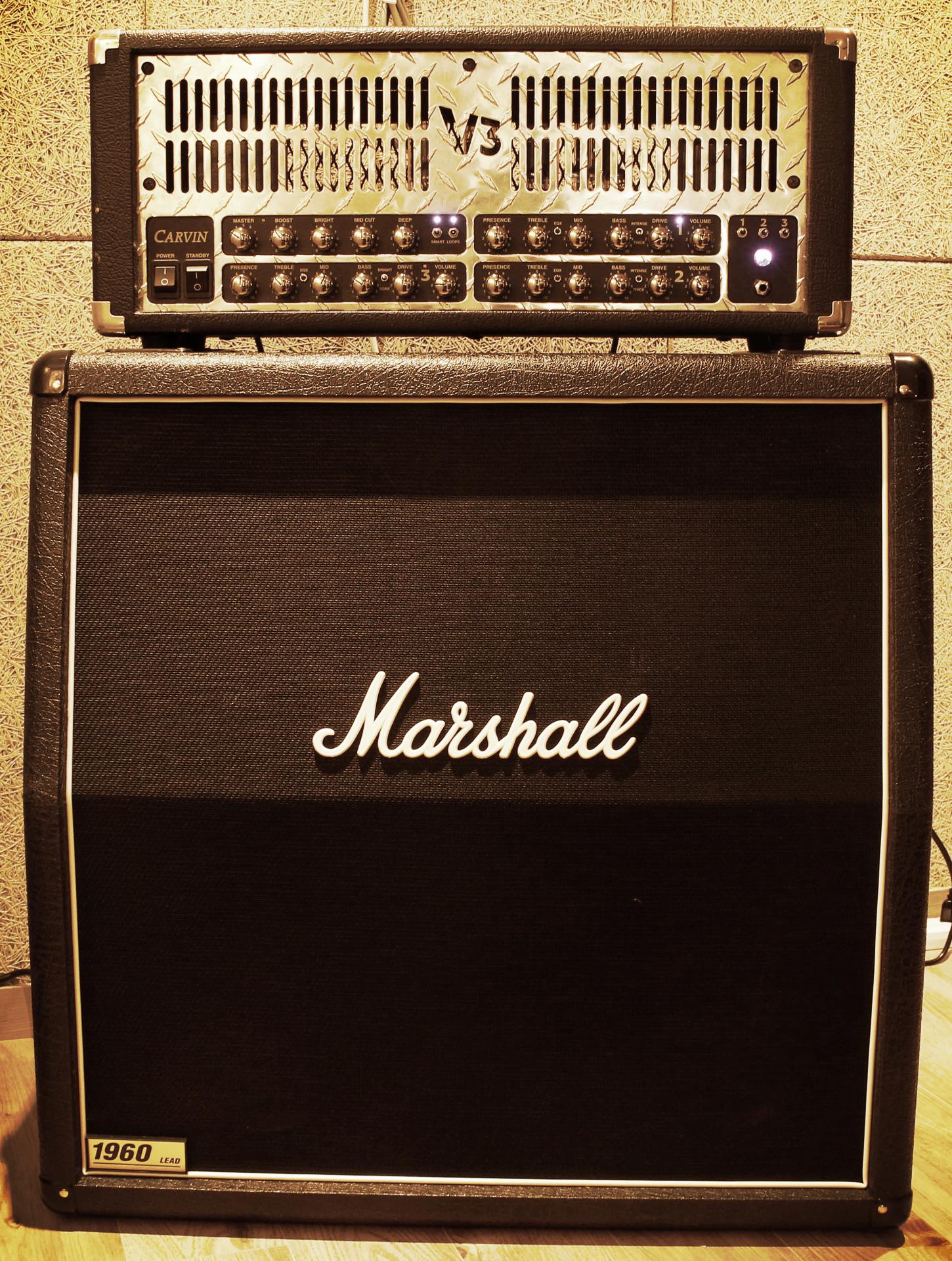 D room Guitar amp