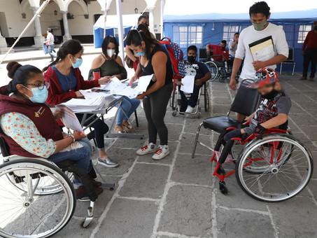 Con sillas de ruedas activas, SEDIF beneficia a 64 personas con discapacidad