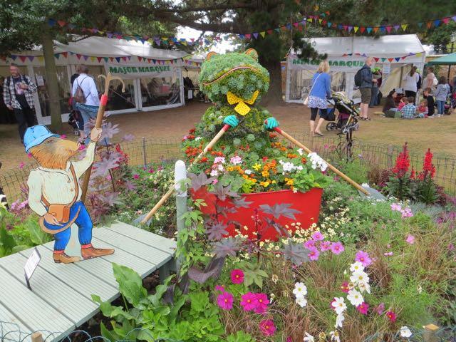 Toad rows through Blackmore Gardens