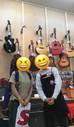 生徒さんのギターを買いに行きました☆