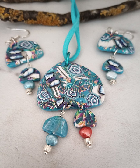Blue Rose Gardens Necklace set