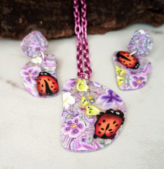 Pebble shape Wisteria and Lady Bugs Necklace set