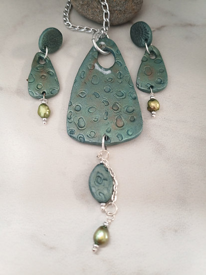 Jade Triangularish Necklace set