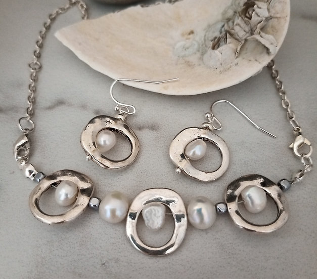 Modern White Freshwater Pearls Necklace set