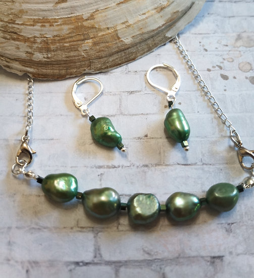 Medium Green Baroque Freshwater Pearls Necklace set