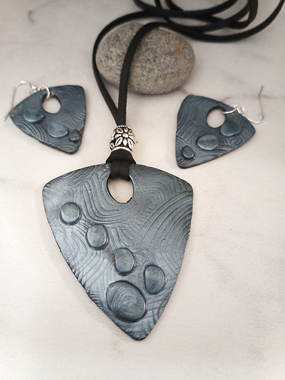 """Gray """"Pebbles"""" Big and Bold Necklace set."""