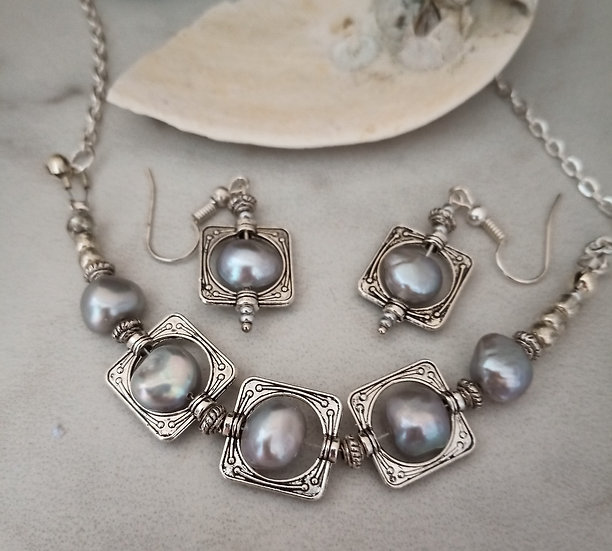 Light Grey Freshwater Pearls Necklace set