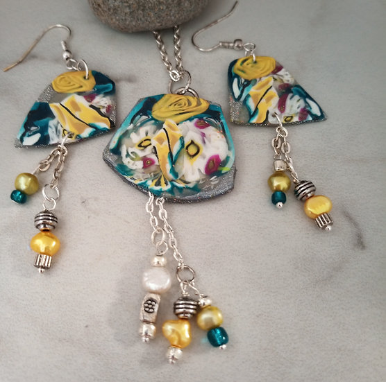 Carnation and Yellow Rose Necklace set
