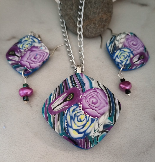 Magenta and Blue Roses Necklace set!