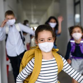 Povratak u školske klupe: Šta pomaže u zaštiti dece od COVID-19?