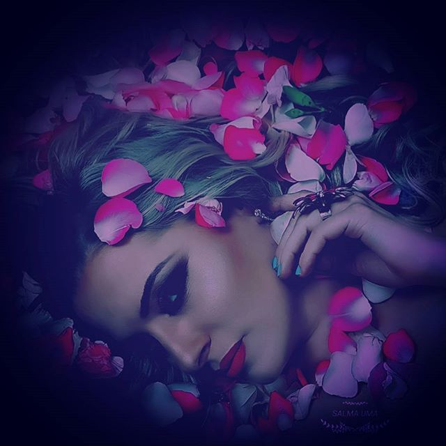 The flower bath seasson continue by moi ❤️🙏#hiddenlookbysal #flowerbath #makeup #photography #makeu