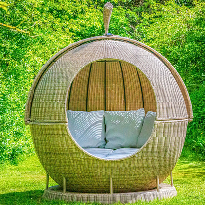 Large rotating day bed that follows the sun