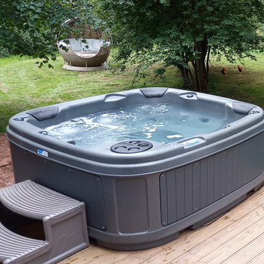 De-stress in your own hot tub with views to your private outdoor woodland space