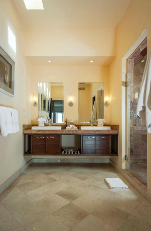 Villa sebastian bathroom.webp