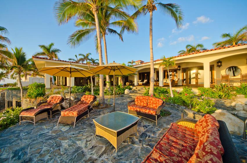 Casa Captiva Outdoor Lounge.jpg