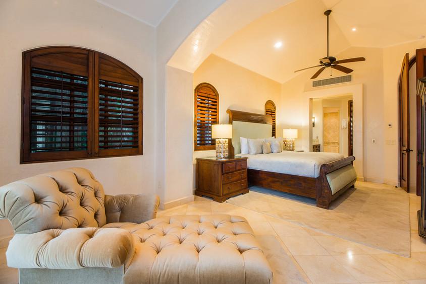 Villa Las Arenas Guest Bed.jpg