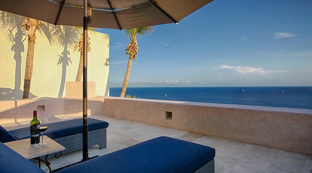 Villa Buena Vida Lounge chairs View