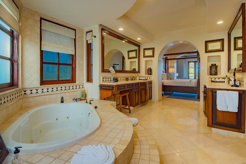 Villa Las Arenas Bathroom.jpg