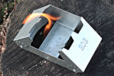 NEW UK OPERATIONAL RATION HEATER & FUEL