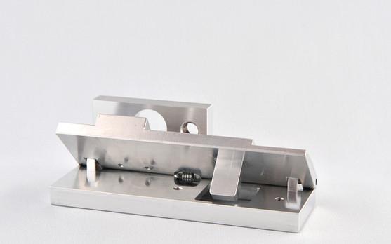 Usinage et assemblage d'une pièce électrique en aluminium