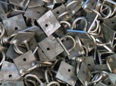 Soudage de plaques d'acier avec crochets (CR11)