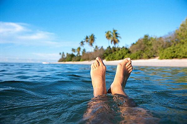 Füße im Ozean