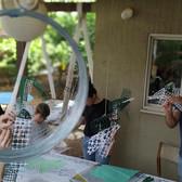 שסק בחצר יוצרים זר אצות בעקבות הסיפור  הילדה על קרקעית הים