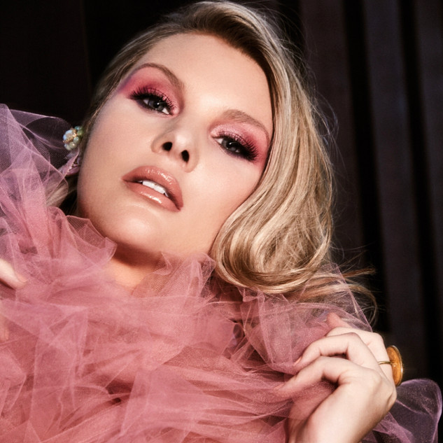 Model: Anna Clement
