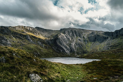 lake-surrounded-by-mountain-1462012.jpg