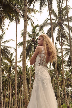 BHLDN_Wedding_Dress_Zanzibar_Trees_Photography_Whispers_and_Echoes_Photographer_Alistair_Taylor_Young_Produced_By_Kent_&_Co_Productions