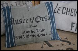 Kissen aus antikem Getreidesack