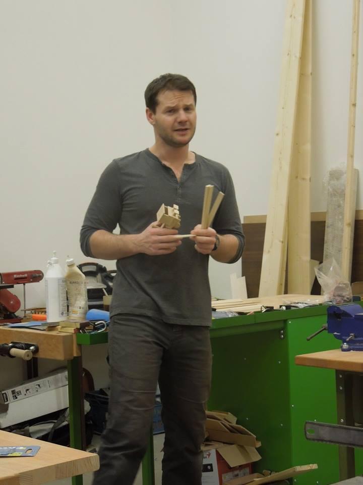 Práce se dřevem.jpg