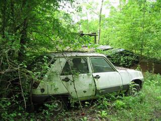 Vous avez une voiture Hs abandonnée dans votre terrain, une auto en panne,  hors d'usage sur Lyo