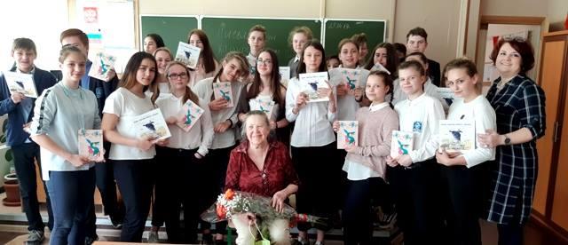 Наталья Юлина в лицее с Ириной Маниной а